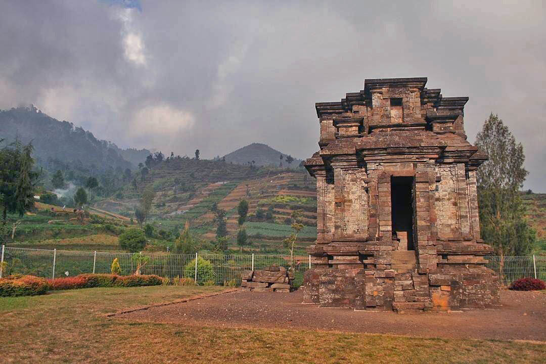 Image result for candi dwarawati dieng